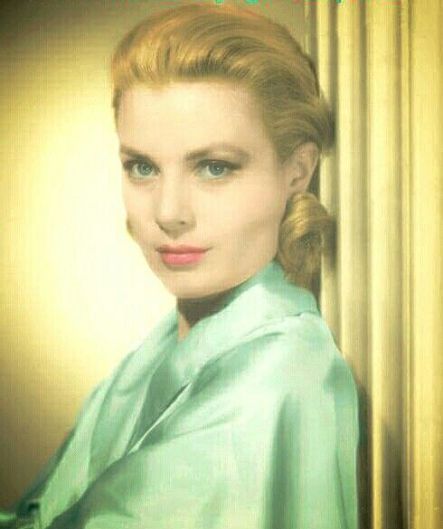 Grace Kelly is really a Goddess!