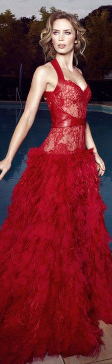 Emily Blunt in Monique Lhuiller. Spectacular red evening dress!!!! #josephine#vogel