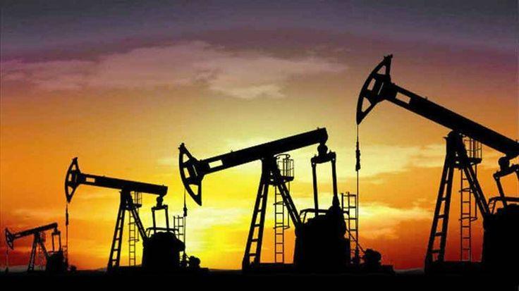 Petróleo venezolano cae por tercera semana El precio de la cesta venezolana de crudo y derivados cayó por tercera semana consecutiva tras perder 0,85 dólares por barril (dpb), informó el viernes el ministerio de Petróleo en su página web.  http://wp.me/p6HjOv-49D ConstruyenPais.com