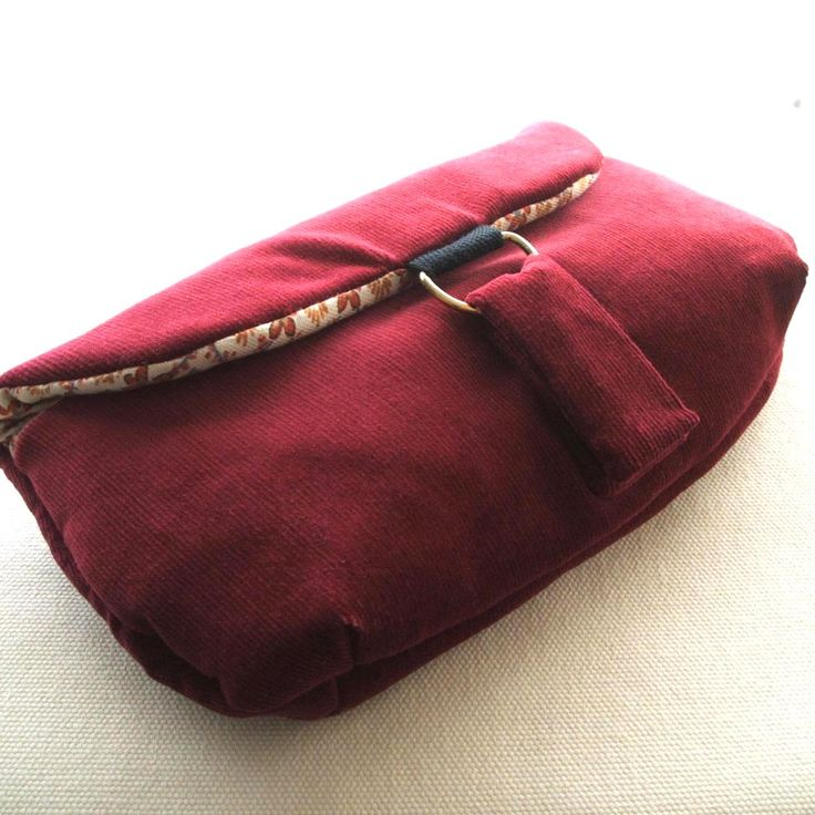 Statement Clutch - Roses Are Red by VIDA VIDA bY7UdOy2C