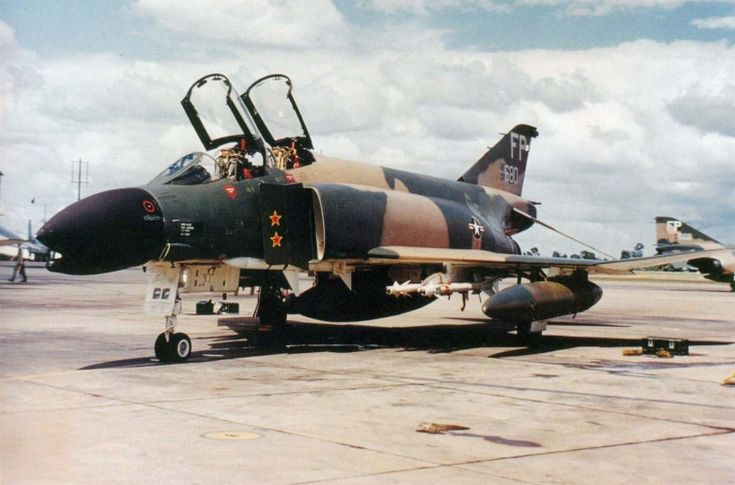 robin olds f-4 phantom | Colonel Robin Olds shot down two MiG-17 fighters with this McDonnell F ...