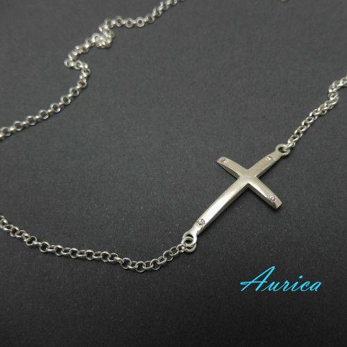 Stříbrný křížek na řetízku