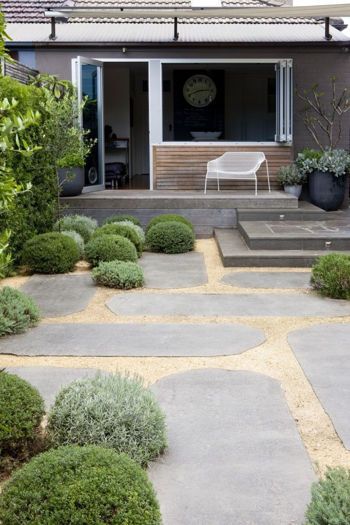large garden paving slabs with gravel between | adamchristopherdesign.co.uk