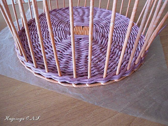 Неоднократно меня спрашивали, как я плету подносы... Выпал случай сфотографировать процесс...  фото 12