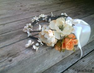 Flower crown  http://sakurahsflowerstudio.wordpress.com/2014/10/12/rustic-and-vintage-wedding-flowers/