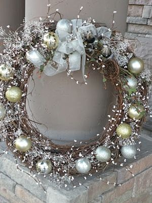 Seasons Of Joy: Seasons Greetings Wreath