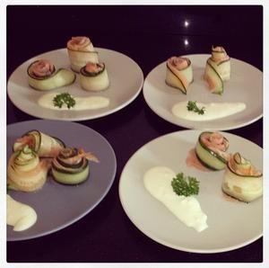 Een fris voorgerecht; zalm komkommer rolletjes met limoenmayonaise