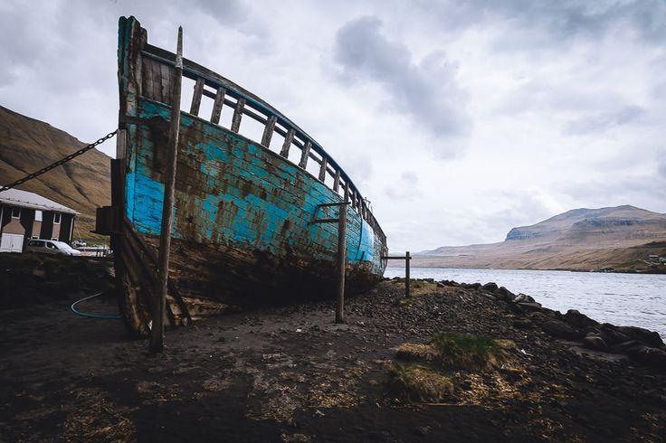 Boot am Hafen von Fuglafjørður - Färöer Inseln
