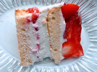 Gotujemy i jemy! : Tort śmietankowo-jogurtowy z truskawkami