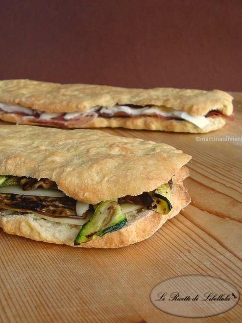 Ricetta del panuozzo. Un panino gigante tipico della tradizione culinaria campana.