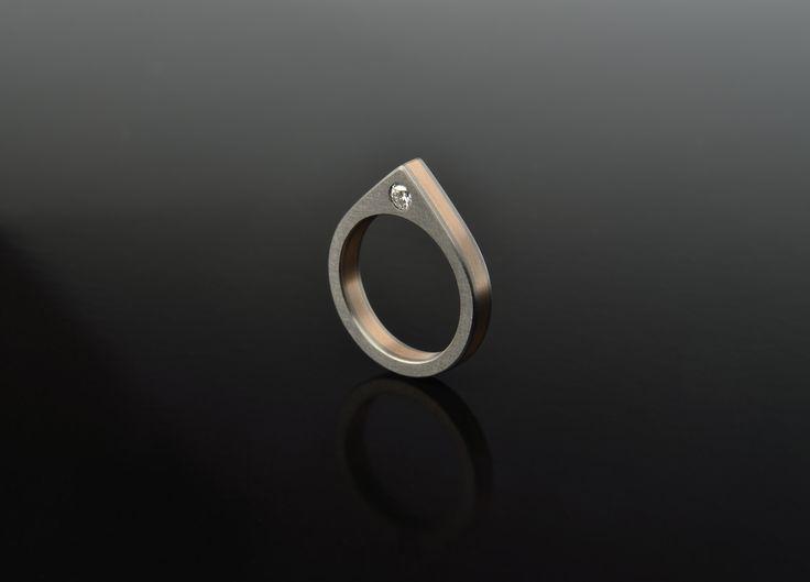 zásnubní prsten z kolekce SANDWICH - titan, červené zlato, briliant - www.daloo.cz