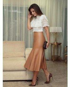 nice 44 Gorgeous Feminine Pleated Midi Skirt Outfits Ideas For Winter  http://viscawedding.com/2018/01/14/44-gorgeous-feminine-pleated-midi-skirt-outfits-ideas-winter/