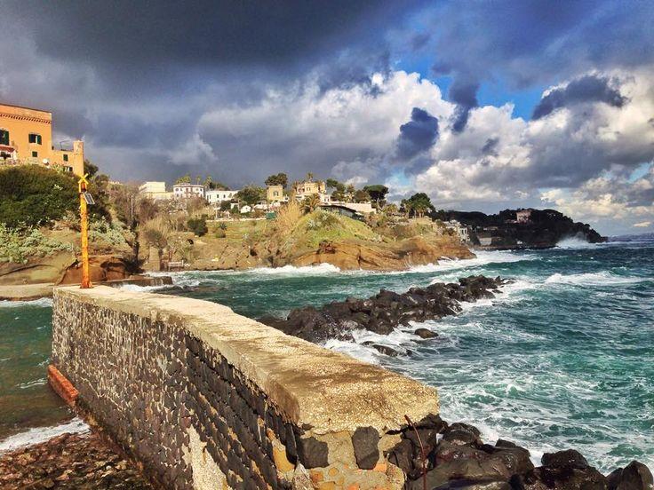 La potenza del mare si infrange sul borgo di Marechiaro | © Pescatori di Posillipo - Campania su Web