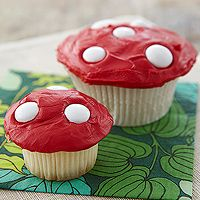 Toadstool Cupcakes! I might have to make these for our potluck in class Thursday night since our food is supposed to be fairy tale related
