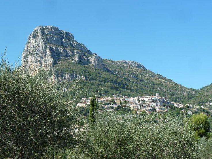 St Jeannet: le village et son baou