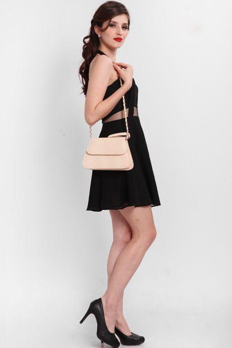 Trapezia 1 clutch bag #clutchbag #taspesta #handbag #clutchpesta #fauxleather #glossy #snakeskin #messengerbag #trapesium #simple #cream Kindly visit our website : www.zorrashop.com