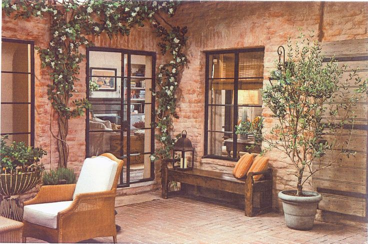 Hello charming courtyard. Again, from 'It's Complicated' set design.