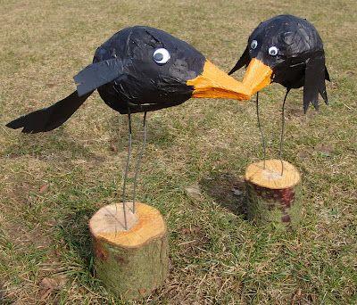 Line Frøslev: Krager i sammenkrøllet avispapir og malertape (papmaché go home!!)