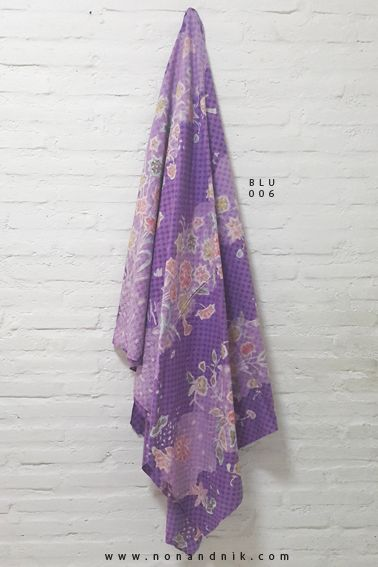 Full Alternating Flower Pattern Batik Tulis On a Violet Chessboard Background.  Length of Fabric : +/- 200 cm  Breadth of Fabric : +/- 110 cm  Material : Cotton
