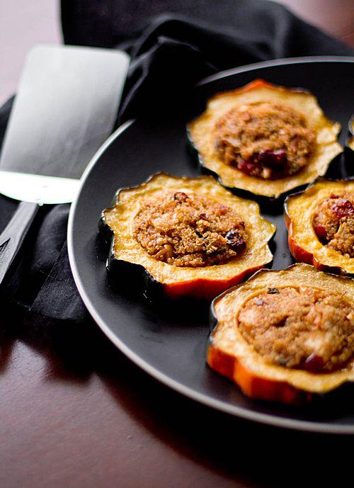 Quinoa Stuffed Acorn Squash Rings - Oh My Veggies - #EverythingFallPinningParty #Vegetarian #recipe