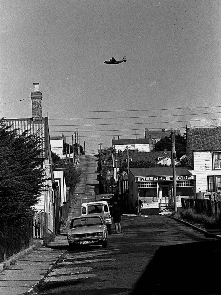 C-130 sobrevolando Malvinas.