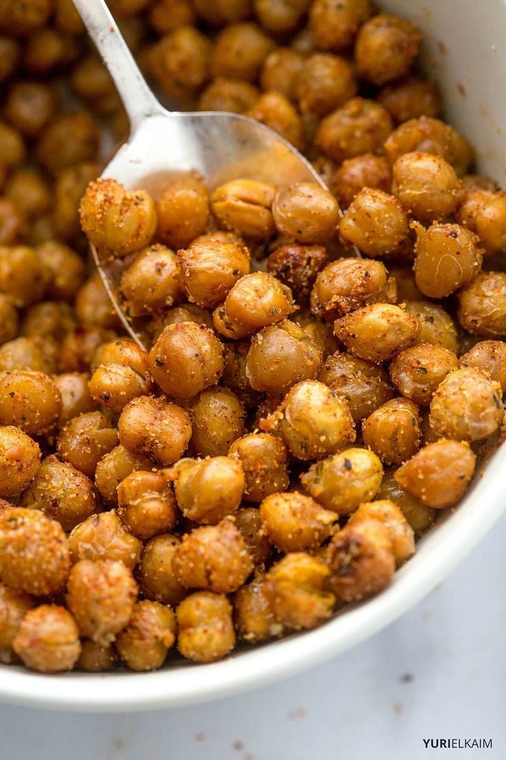 Spicy Garlic Oven-Roasted Chickpeas - These little guys are a healthy alternative to many crunchy, crispy and salty snacks. Great on their own, they're also amazing as a salad garnish.