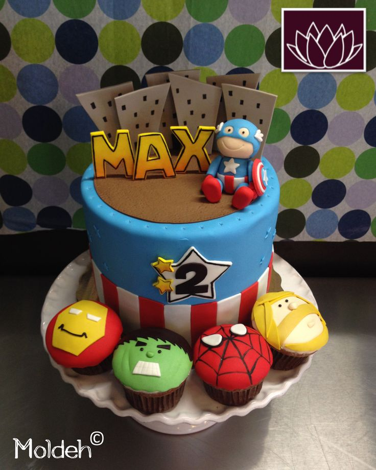 Pastel de Capitán América y Cupcakes de superhéroes / Captain America birthday cake and Avengers Cupcakes