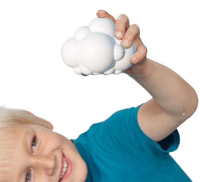Når det regner får man fregner... eller noget :-)    Da Bjørn var lille var det altid når han var i bad, at han kunne sidde og lege de bedst...