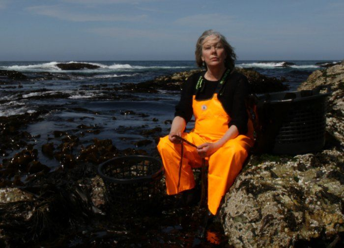 Jeg møter danske Zoe Christensen på Litteraturhuset i Oslo. Hun har bakgrunn som regissør for teateroppsetninger og kunstprosjekter, men fattet interesse for havets næringsrike skatter da hun reist…