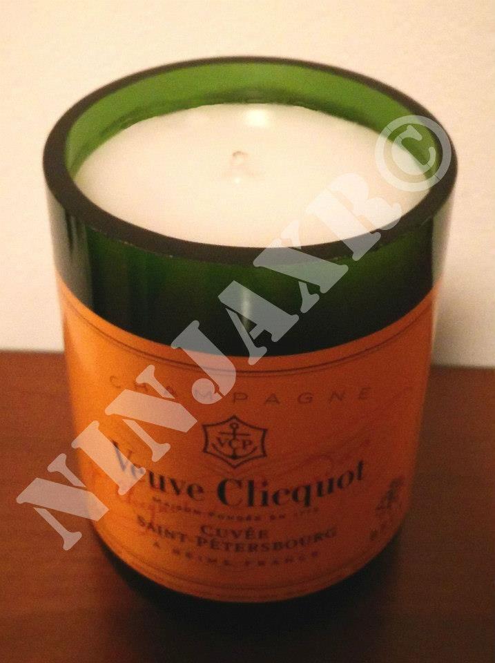 Candela realizzata tagliando le bottiglie di Champagne Veuve Cliquot