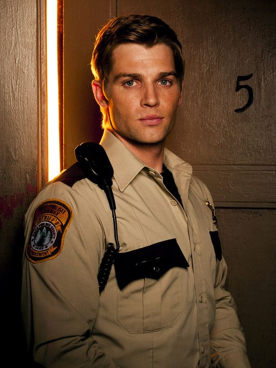 Bates Motel Cast and Crew | Bates Motel (TV show) Mike Vogel as Deputy Zack Shelby...SEXY!!!!!!!!!!!