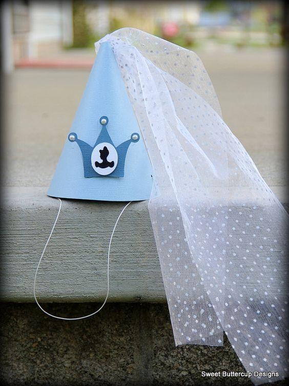 7.- La vestimenta, ya sea que quieras comprar el vestido de Cenicienta tradicional, o que puedas hacer un cono con un poco de tul, puede ser una buena idea para ahorrar:
