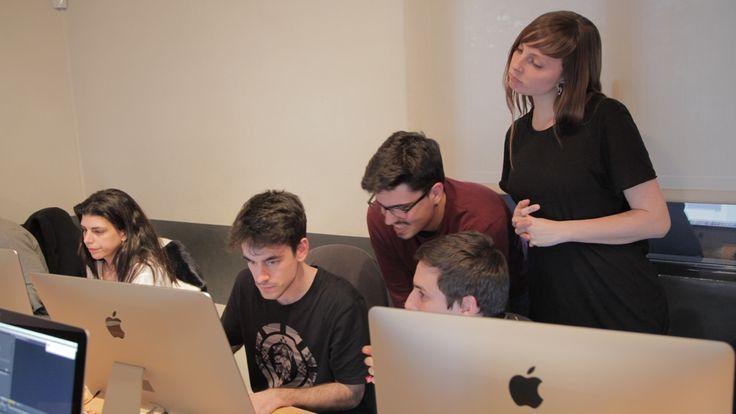 Nuestros futuros diseñadores trabajan en el manejo de herramientas de edición y post-producción de vídeo digital.