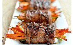 Лучшие закуски к Новогоднему столу: [b][color=Red]Роллы из говядины с овощами [/color][/b]    [b]Ингредиенты:[/b]    - 8-10 тонких нарезанных кусочков филе говядины