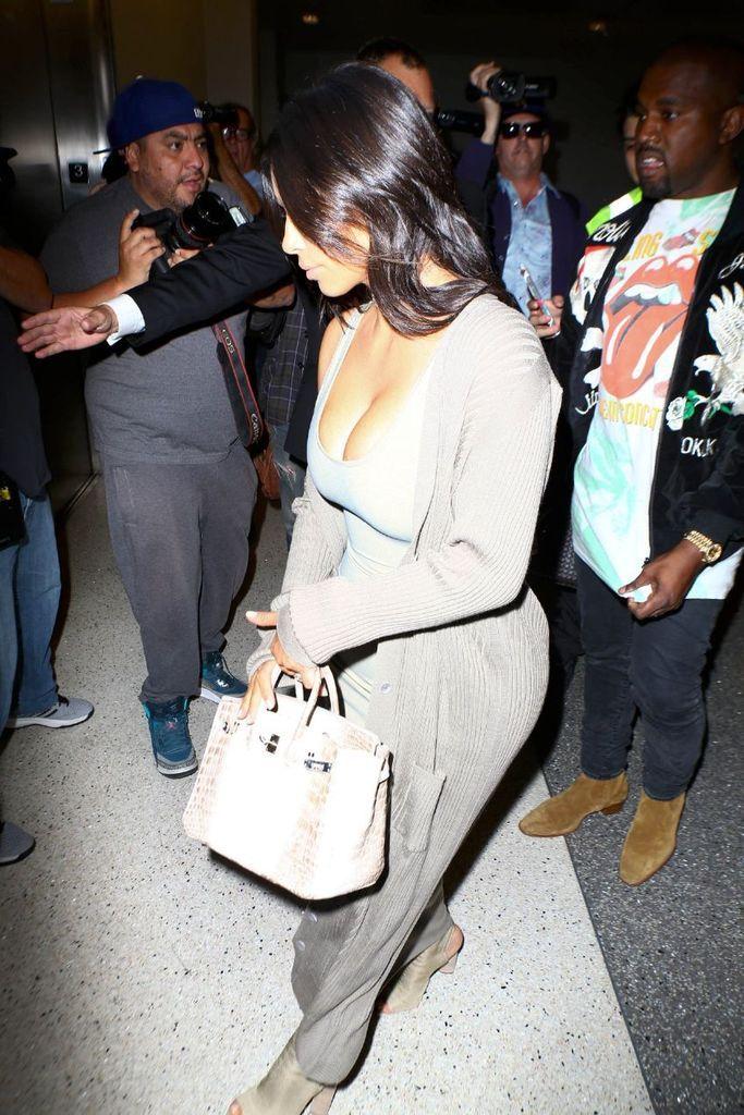 Kim Kardashian – Candids in Paris : Global Celebrtities (F) FunFunky.com