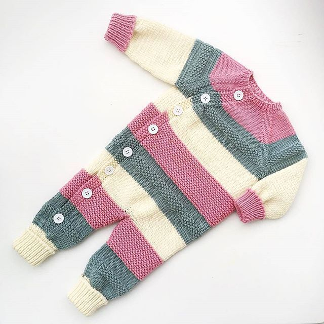 This is @veslestrikk's #lettvintdress in #DROPSMerinoExtraFine. A gorgeous baby jumpsuit pattern you can purchase in Ravelry (in Norwegian only) by cliking the link in our profile.  #dropsfan #dropsyarn #babystrikk #babyknit #knitforkids