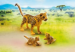 Léopard avec bébés