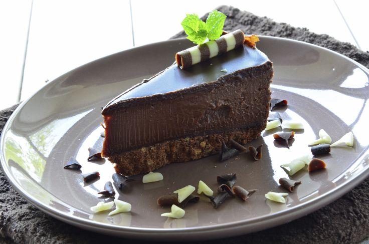 La golosità e la freschezza fatte dolce: ecco come riassumere in 4 parole tutta la delizia della ricetta della cheesecake fredda al cioccolato. Scopri le viarianti possibili e divertiti a scegliere…