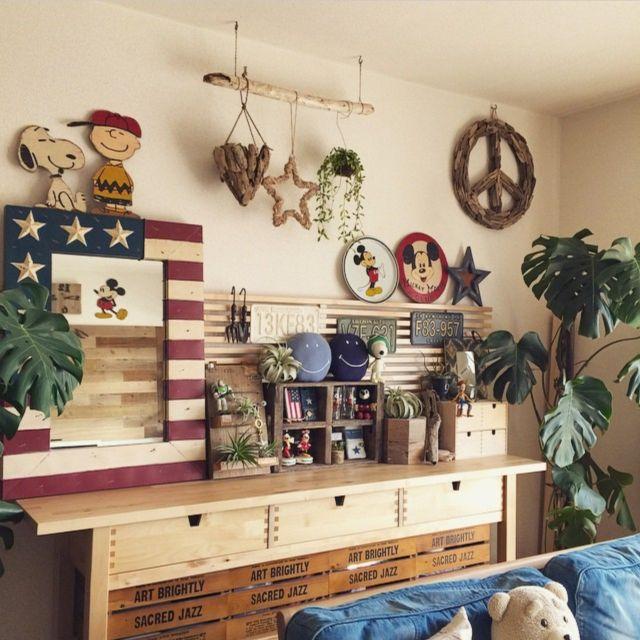 女性で、3LDK、家族住まいの壁/天井/スヌーピー/DIY/エアプランツ/観葉植物/デニムソファ…などについてのインテリア実例を紹介。