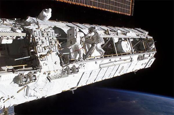 국제우주정거장 (ISS)에 대한 놀라운 사실 17가지 스마트인컴