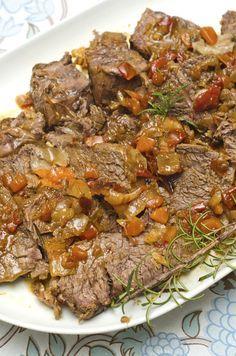 LA GENOVESE: Sontuoso secondo piatto che, a dispetto del nome, è in realtà tipico della cucina campana. Il segreto? La cottura lenta e a fuoco basso di carne e cipolle.