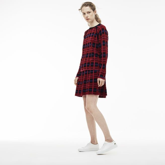 With a distinctive check print on wool and cotton jacquard, this flared skirt creates a graphic look. Feel free to coordinate it with the matching sweater.