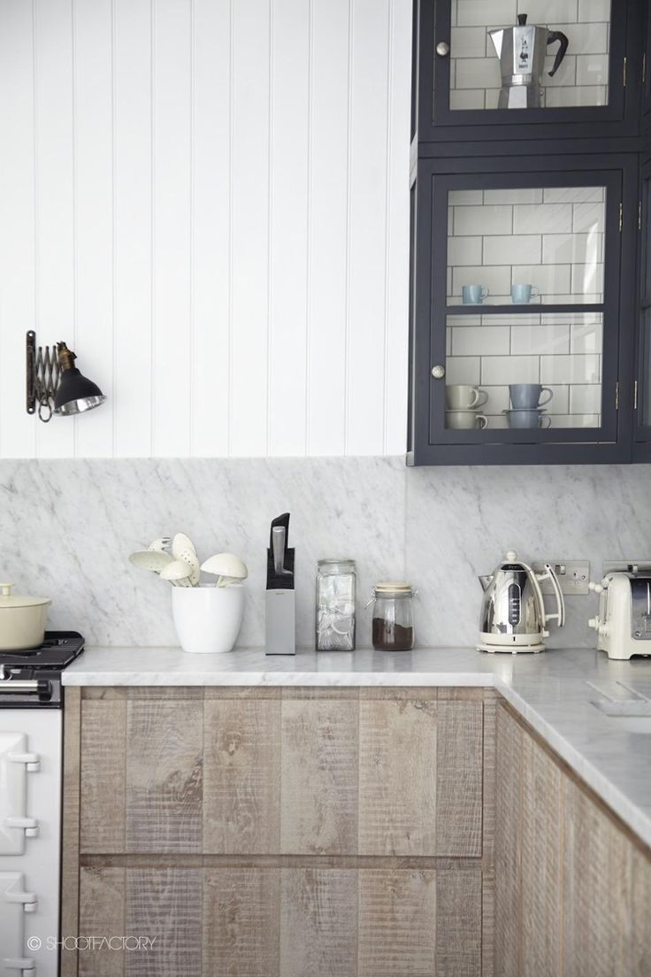 kitchen // a mix of charcoal gray, white and natural wood: