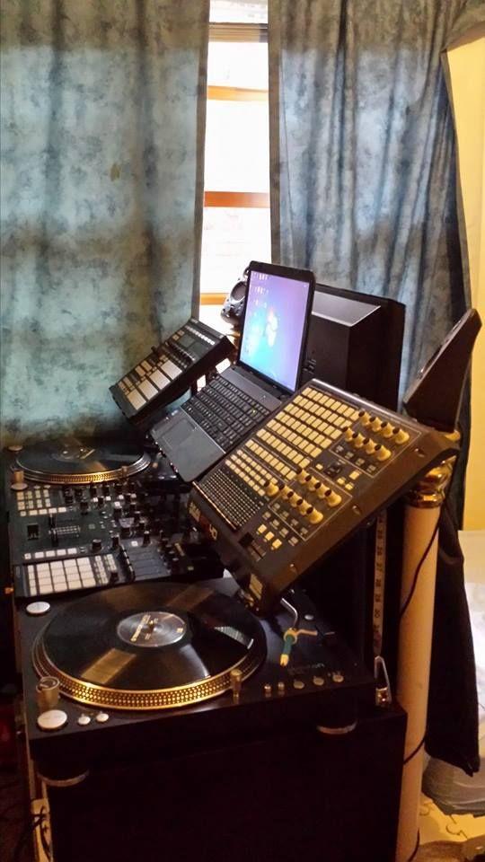 My slightly cramped DJ corner - Imgur