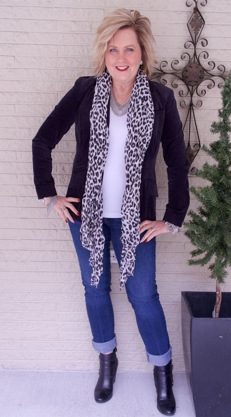 50 IS NOT OLD | CHOOSING ACCESSORIES FOR A DRAMATIC EFFECT | Velvet | Leopard Print | Snow Leopard | Jeans and a t-shirt | Fashion over 40 for the everyday woman