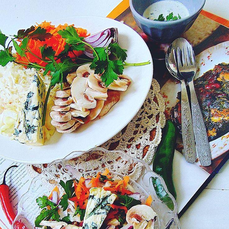 Fresh mushrooms. #healthy  #healthyfood  #fitness  #fit  #followall  #foodporn  #instafollow  #instafood  #crochet #mushroom  #salad #raw  #rawfood  #yummy  #l4l  #thb  #throwbackthursday  #dinner