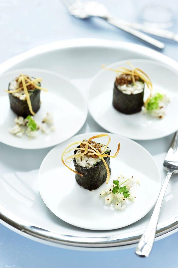 Sushi van wortelpeterselie met geitenkaas http://www.njam.tv/recepten/sushi-van-wortelpeterselie-met-geitenkaas