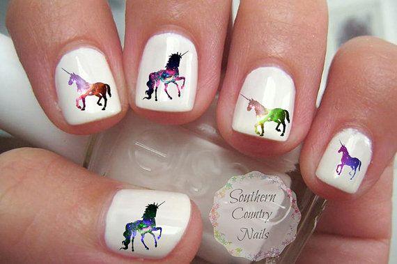 Galaxia unicornio uñas tatuajes