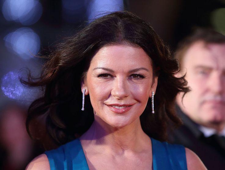 Ezért van fura szaga Catherine Zeta-Jonesnak hajmosás után