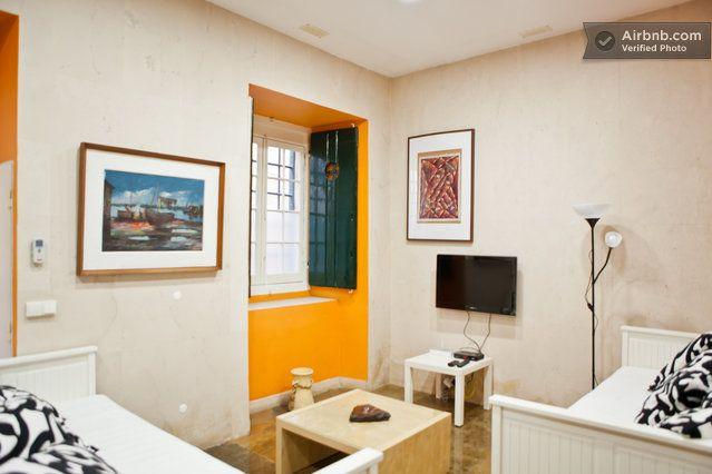 FANTASTIC STUDIO IN CASTLE AREA   in Lisbon old bld; cool apt, $56/nt